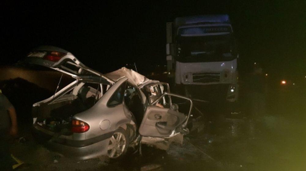 Белорус на Renault лоб в лоб влетел в фуру в Калмыкии — он и три его пассажира погибли