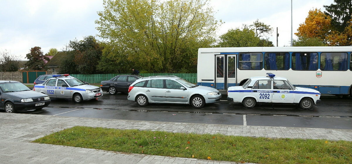 Легковушка въехала в милицейскую машину в Барановичах. Фотофакт