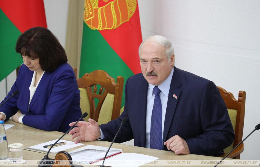 Лукашенко: Не хочу каждый год 31 декабря стоять на коленях