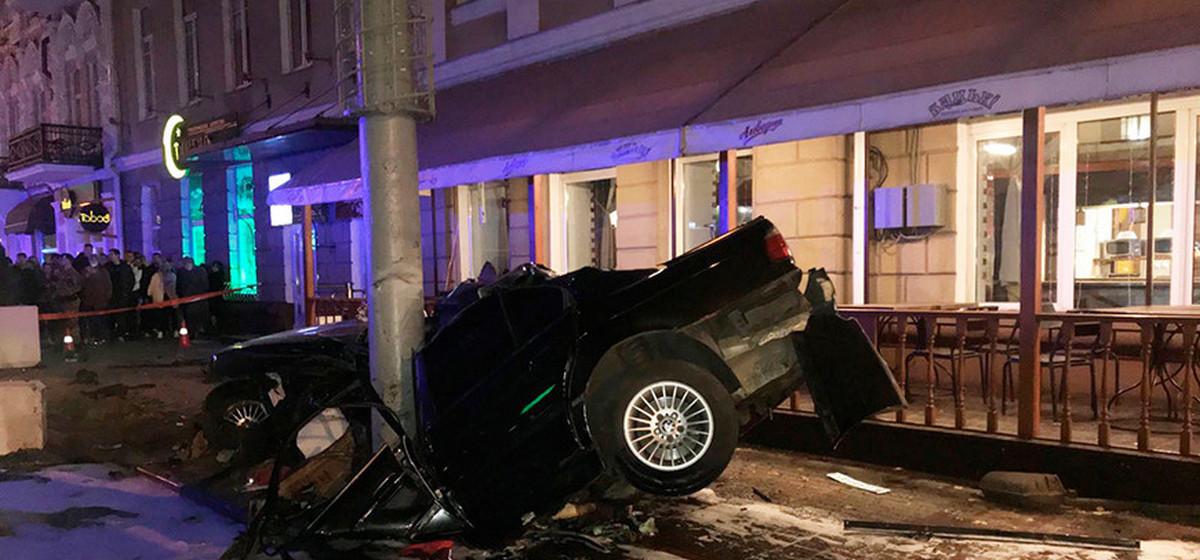 Смертельное ДТП в Гомеле: BMW вылетел на тротуар и сбил трех учителей, выходивших из ресторана