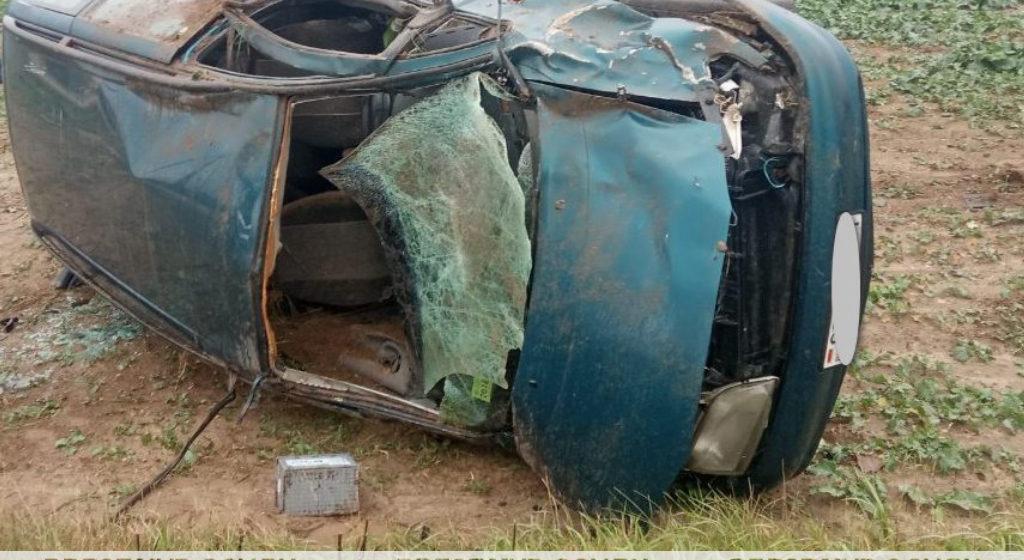 Под Ивацевичами водителя выбросило из вылетевшей в кювет легковушки. Он погиб