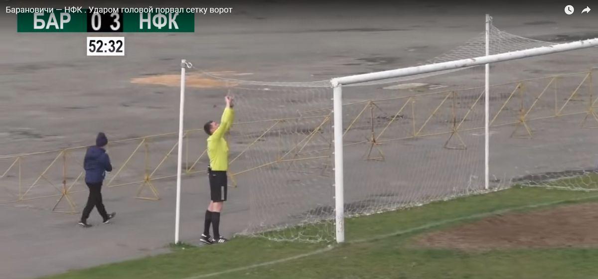 Мяч порвал сетку барановичских ворот от удара головой футболиста «крумкачоў». Видео