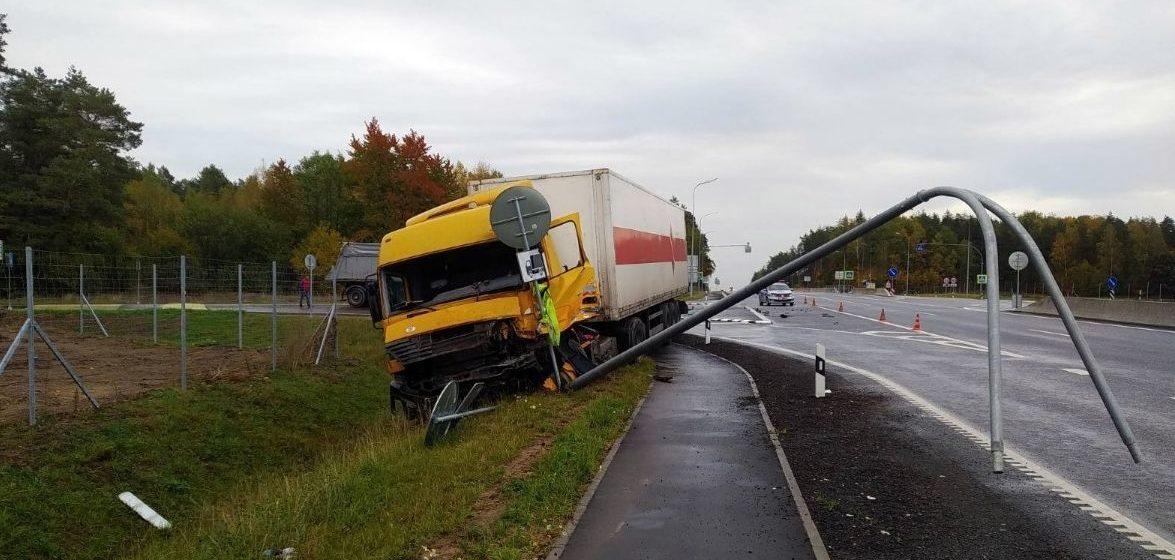 Фура с пивом въехала в грузовик в Щучинском районе