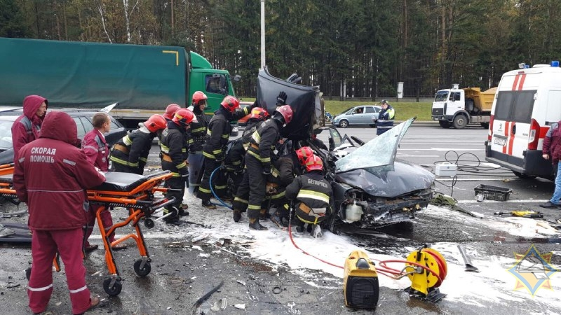Серьезное ДТП в Минске: столкнулись три легковушки, погиб мужчина