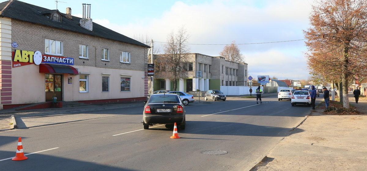 Два автомобиля столкнулись в Барановичах. Фото