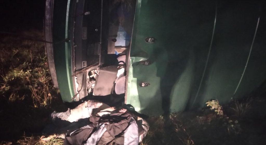 В Березовском районе погиб водитель – бус вылетел с дороги и перевернулся