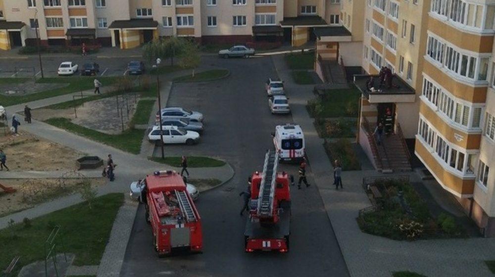 На козырьке подъезда в Бресте обнаружили тело 15-летней девочки