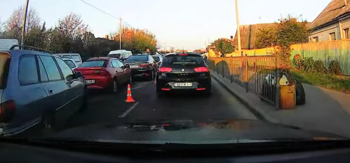 «Паровозик» на Тельмана. Четыре автомобиля столкнулись в Барановичах. Видео