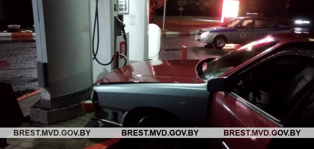 В Барановичах пьяный автослесарь угнал машину клиента и попал в ДТП