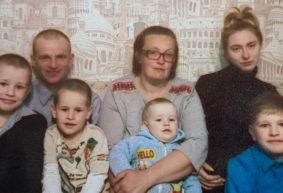 «Мечтаю, чтобы дети выросли людьми и действительно получали 1000 рублей».  Многодетная мама из деревни – о детях и женской доле