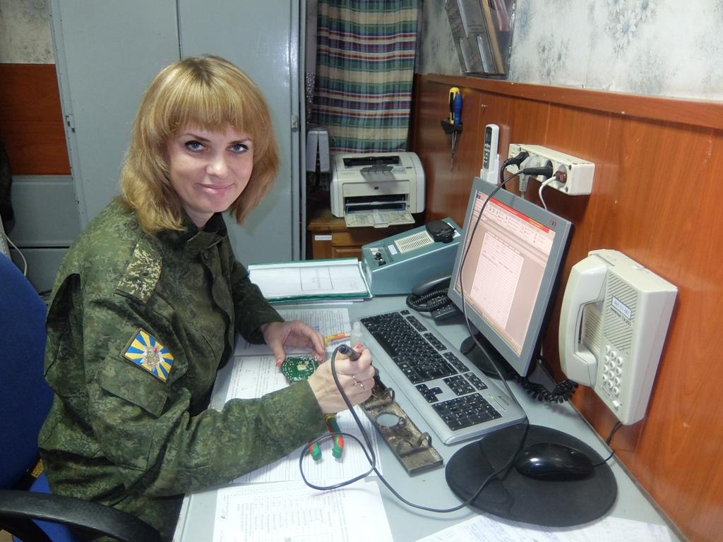 Прапорщик Елена Пронько. Фото: архив 120-й зрбр