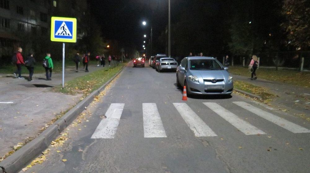 Двухлетний ребенок выбежал на дорогу и попал под машину в Бобруйске. Малыш получил тяжелые травмы