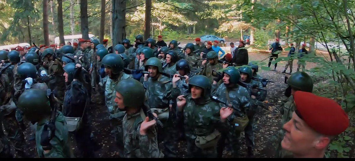 Как сотрудники МВД проходят испытания на право ношения крапового берета в Беларуси. Видео