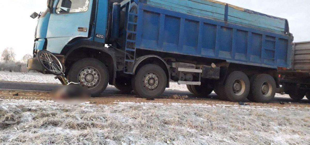 Грузовик насмерть сбил велосипедиста в Ошмянском районе