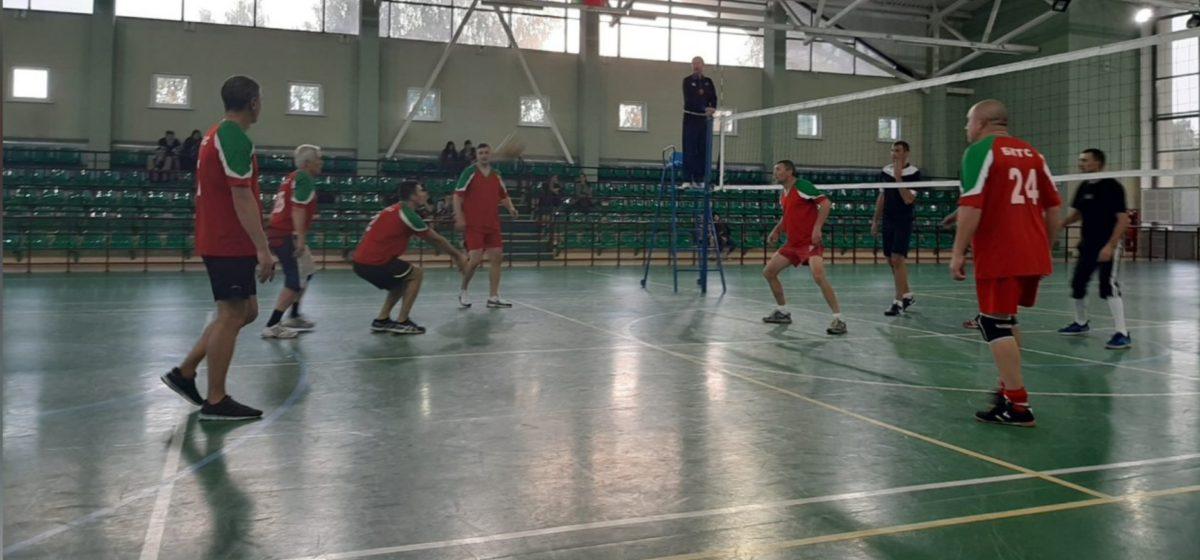 Какая из волейбольных команд стала лучшей среди барановичских предприятий