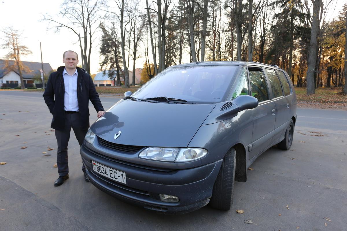 Виктор Черномаз – владелец автомобиля Renault Grand  Espace III  2002 года выпуска.  Фото: Александр ЧЕРНЫЙ