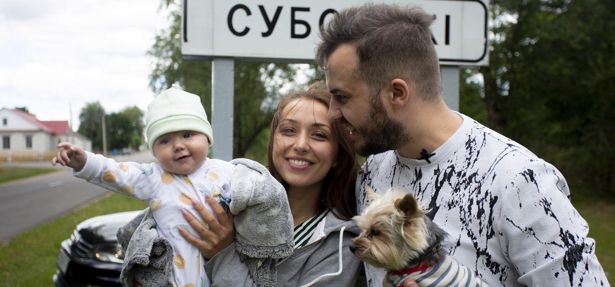 Надя Мазур с мужем Ваней, дочерью Соней и домашним питомцем Тедом. Фото: архив семьи