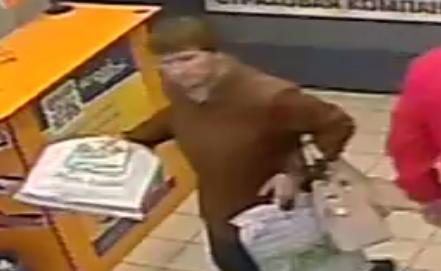 В Барановичах разыскивают женщину, подозреваемую в краже денег в магазине. Фото