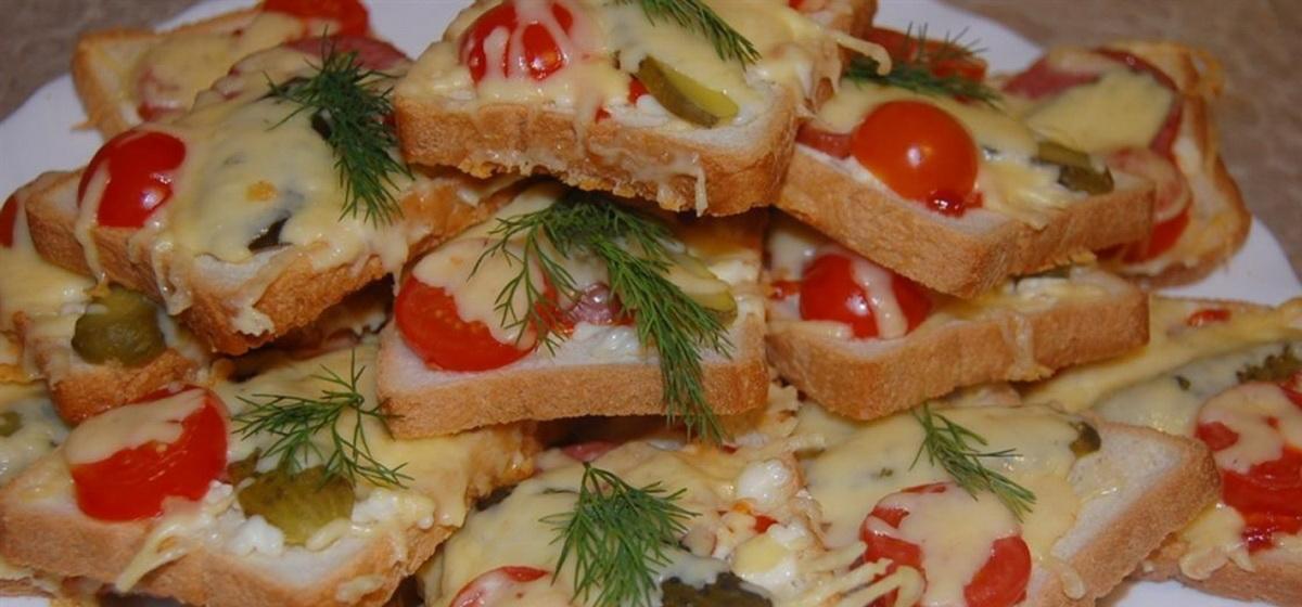 Вкусно и просто. Бутерброды горячие с колбасой и сыром
