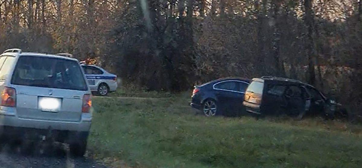 Два автомобиля слетели в кювет на трассе P99 Слоним – Барановичи. Видео