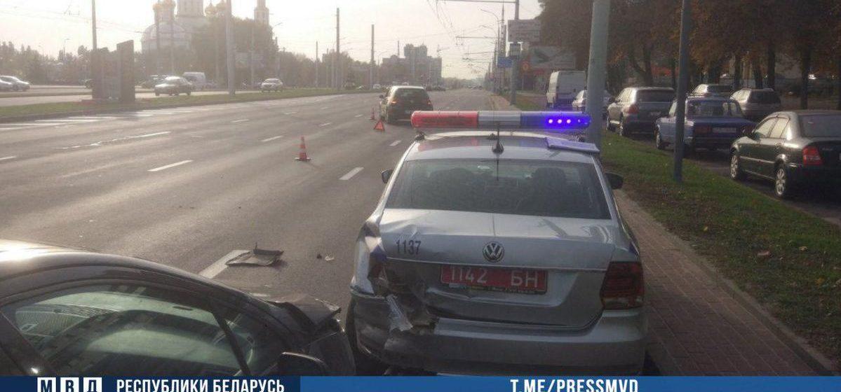 Пьяный водитель Peugeot врезался в служебный авто ГАИ в Бресте — пострадали инспектор и пассажирка