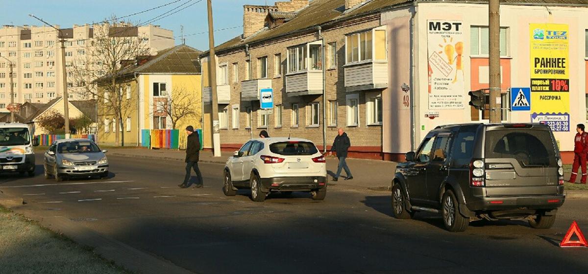 ДТП в Барановичах. «Ниссан» пропускал ребенка на переходе, когда в него въехал «Ланд Ровер»