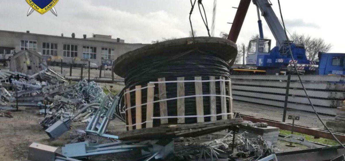 В Гродно бобина весом более тонны упала на рабочего. Он погиб
