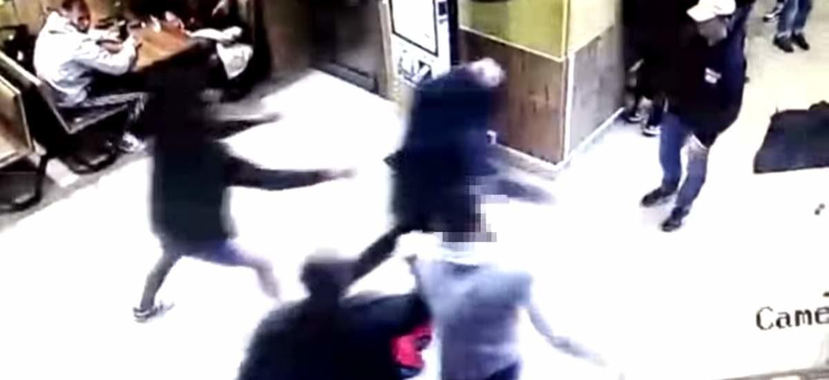 В Минске мужчина зашел в туалет вне очереди и был избит другими парнями. Видео