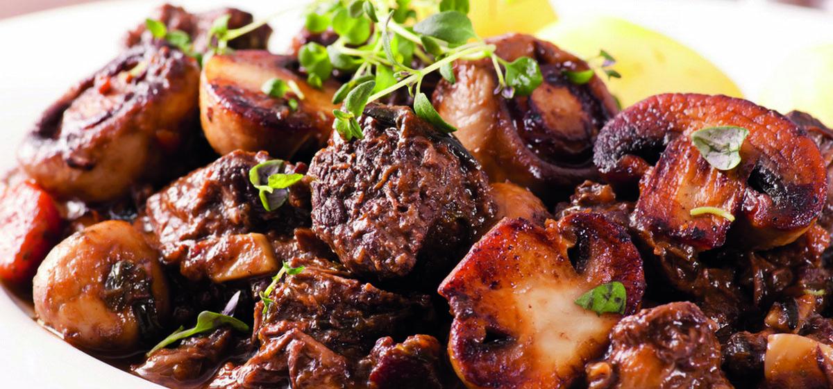 Вкусно и просто. Жаркое из говядины с грибами и картофелем