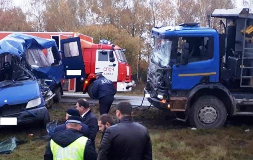 Микроавтобус из Беларуси столкнулся с грузовиком под Калугой — 5 человек погибли, 5 в больнице