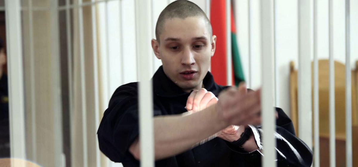 В Минске активист перед началом суда порезал себе вены в клетке
