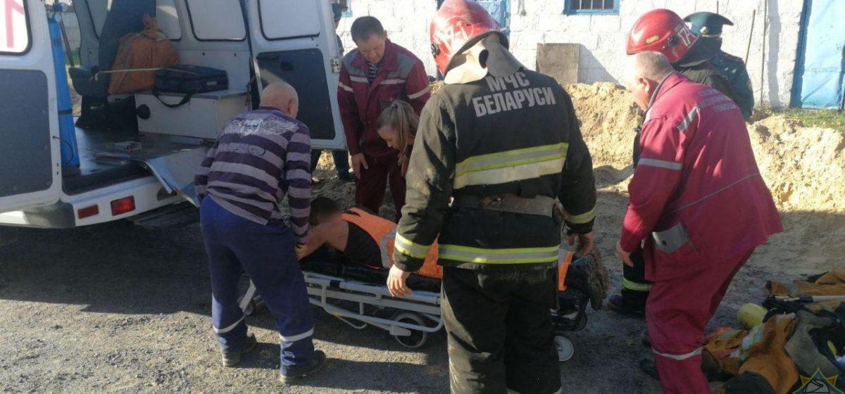 Троих мужчин без сознания вытащили спасатели из кабельного колодца в Минске