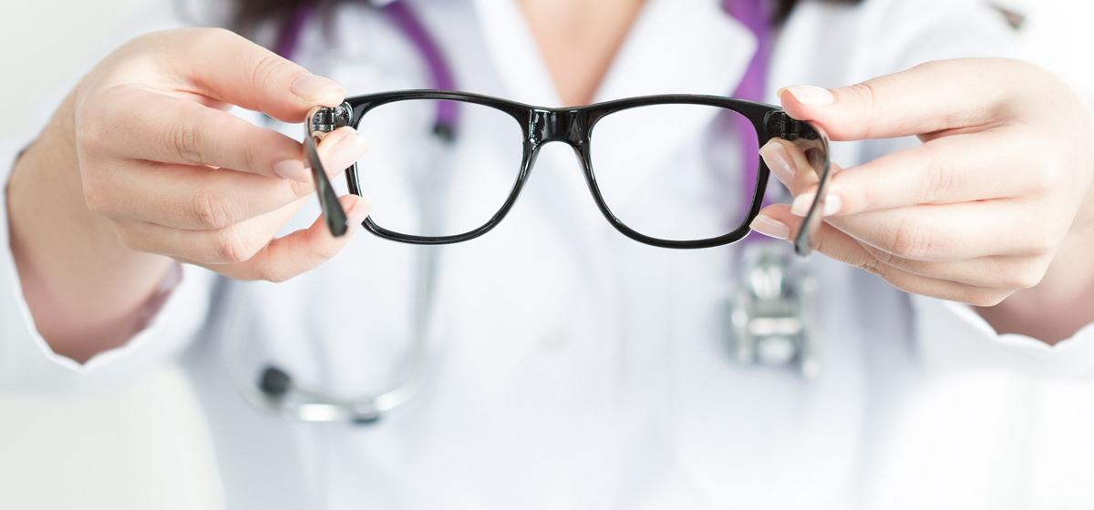Оправа для очков: дань моде или медицинская необходимость*