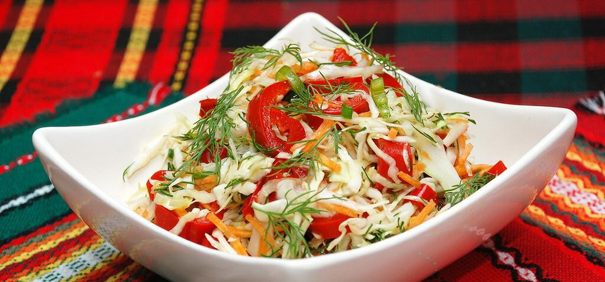 Вкусно и просто. Салат из свежей капусты с лимонным соком