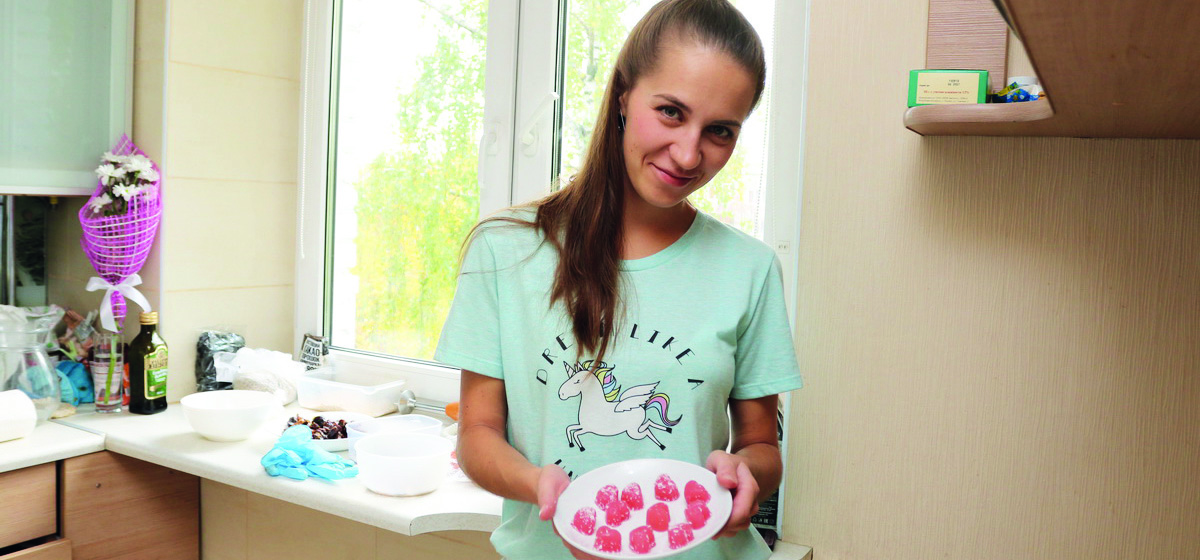 Мое хобби. Как химик из Барановичей занялась кондитерским делом и начала готовить полезные конфеты