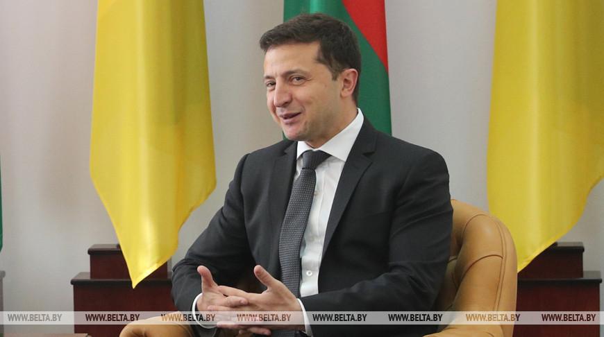 Лукашенко говорит на русском, а Зеленский – перешел на украинский