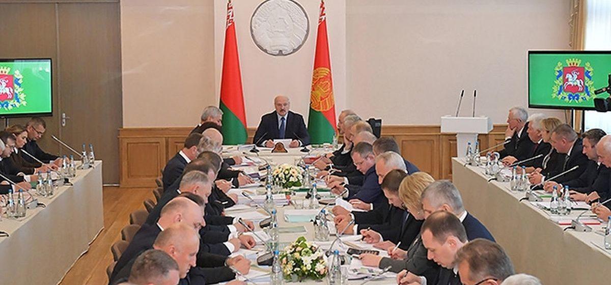 Лукашенко: Люди у нас золотые, на Витебщине больше всего проголосовали за тех, кого мы просили. Что еще надо от этих людей?