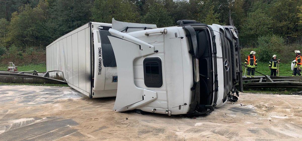 В Германии перевернулась фура — два дальнобойщика из Беларуси получили серьезные травмы