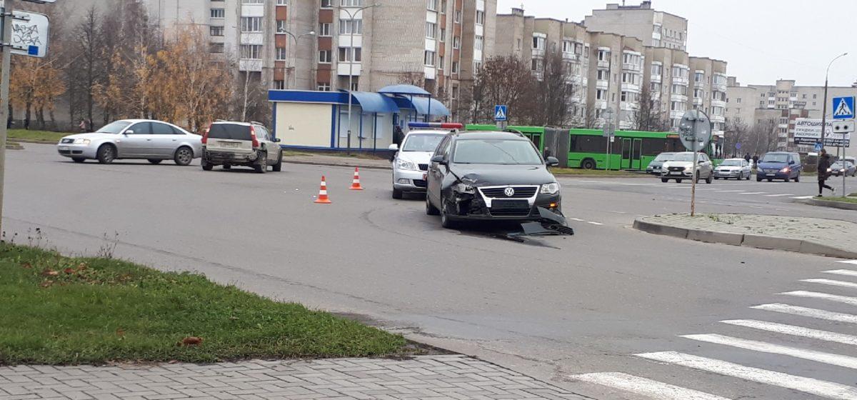 В Барановичах произошло очередное ДТП. В этот раз столкнулись две легковушки. Фотофакт