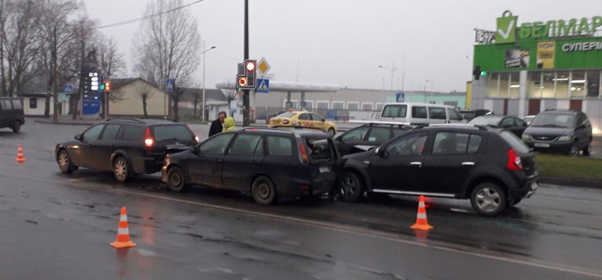ДТП в Барановичах: «паровозик» из трех машин. Фотофакт