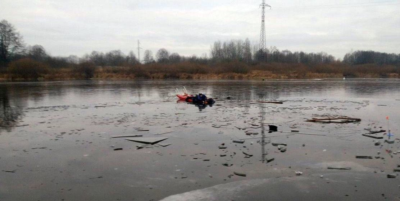 Первые пошли. На реке Сож рыбаки провалились под лед