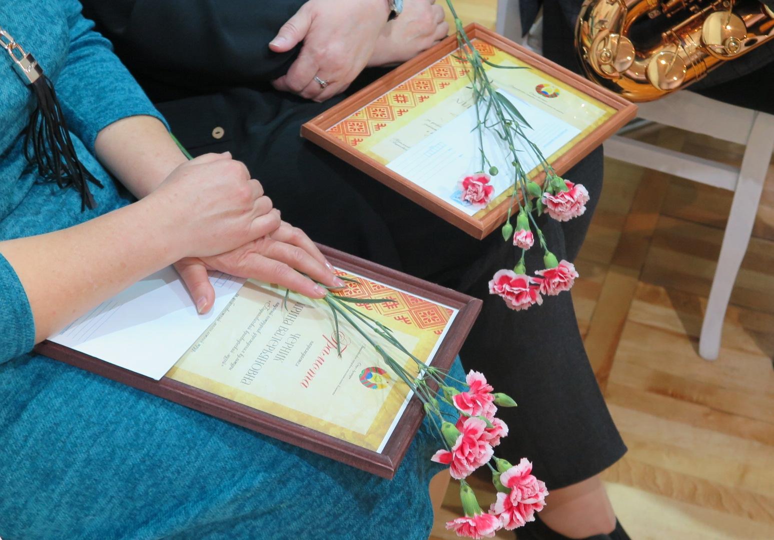 Дипломы за вклад в развитие музея. Фото: Диана КОСЯКИНА