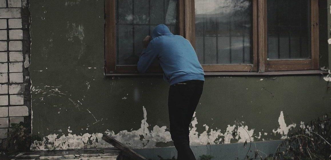Ходил и заглядывал в окна. Житель Барановичей обворовывал сельчан