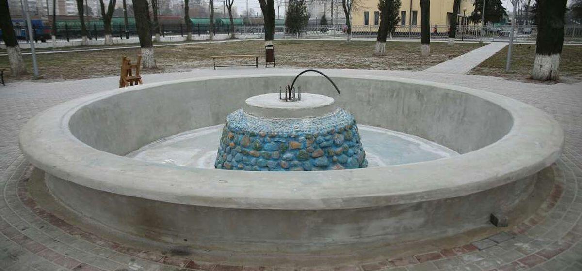 «Он весь рассыпался». Что будет с фонтаном около вокзала «Барановичи-Полесские»?