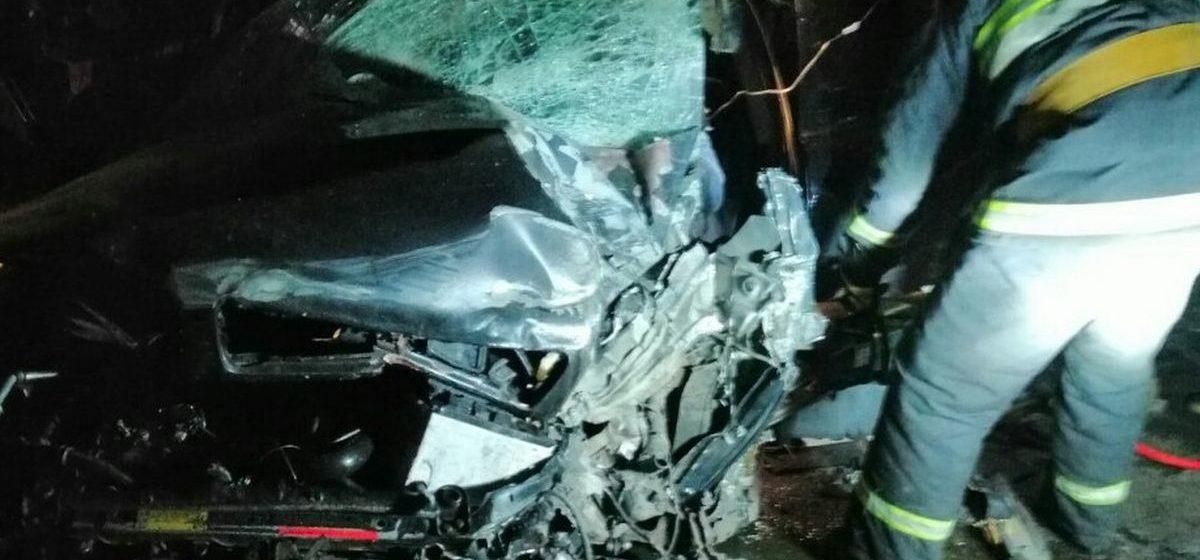 Такси влетело под большегруз в Смолевичском районе — водителя деблокировали сотрудники МЧС