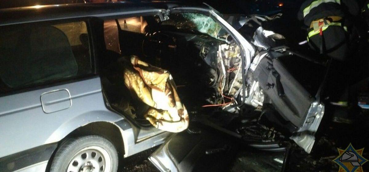 Две легковушки столкнулись в Слонимском районе — пассажира зажало в салоне авто. Фото