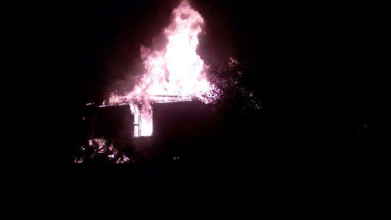 Два дачных сарая сгорели в Барановичском районе