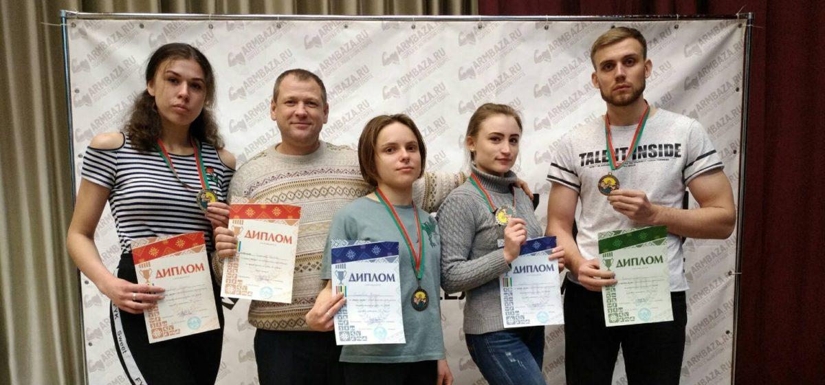 Сколько медалей привезли барановичские спортсмены с Кубка страны по армрестлингу