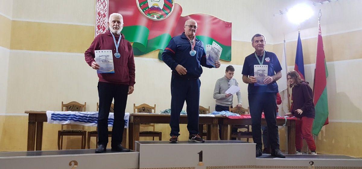 Барановичские моржи вернулись с наградами с Открытого кубка Беларуси по спортивному зимнему плаванию