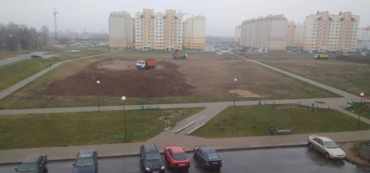 Вопрос-ответ. Для чего насыпали гору земли возле будущей школы в Боровках?